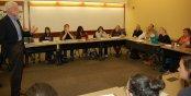 studenci słuchający wykładu w sali